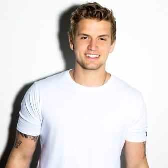 Levi Hummon Artist with white background and white shirt